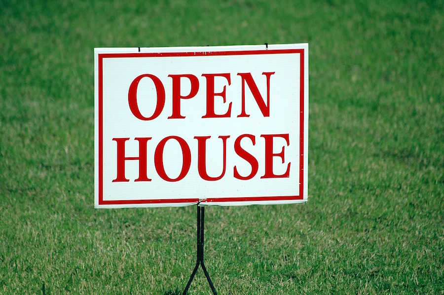 Open house sign with market update